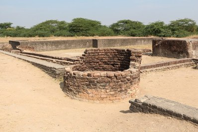 800px-Lothal_-_ancient_well